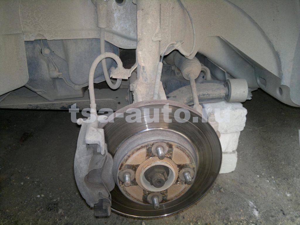 Замена тормозных дисков и передних колодок Fusion