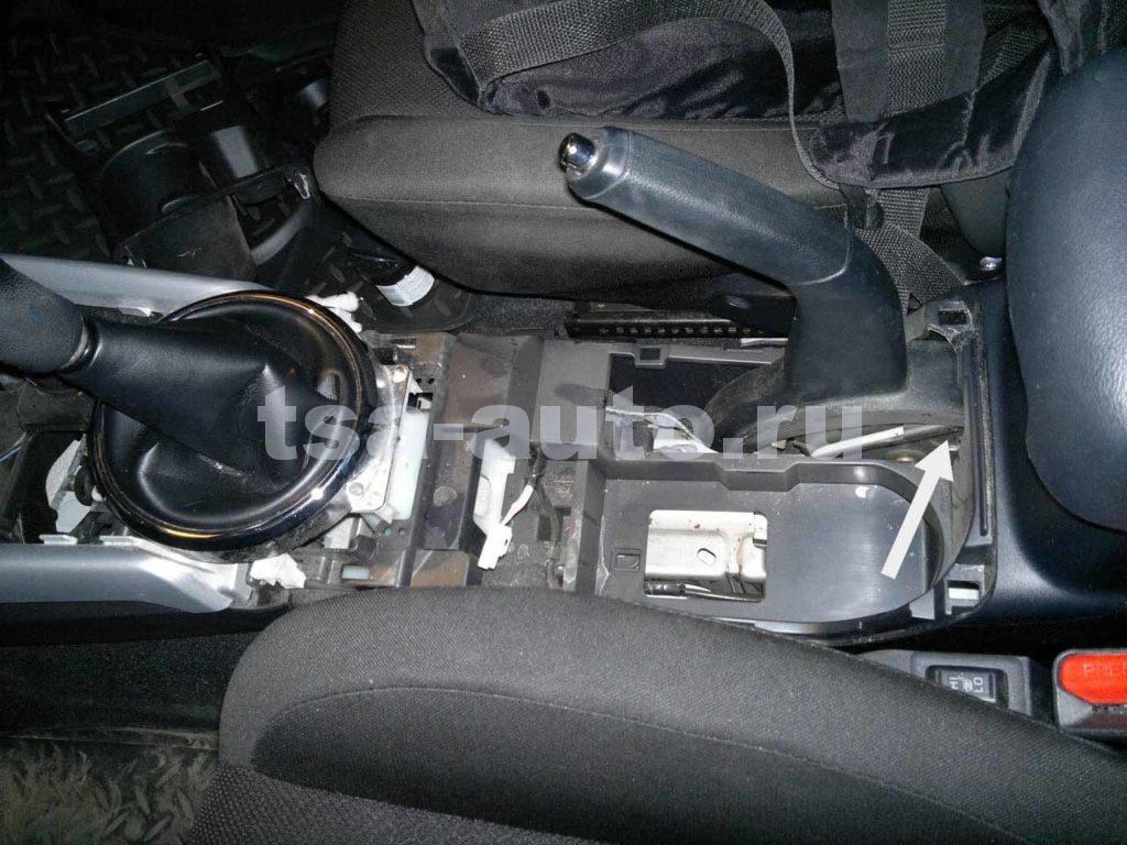 Mitsubishi ASX подтягиваем ручник