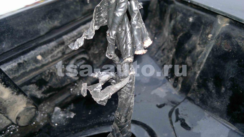 обрыв проводов шлейфа багажника Форд Фокус 2 седан