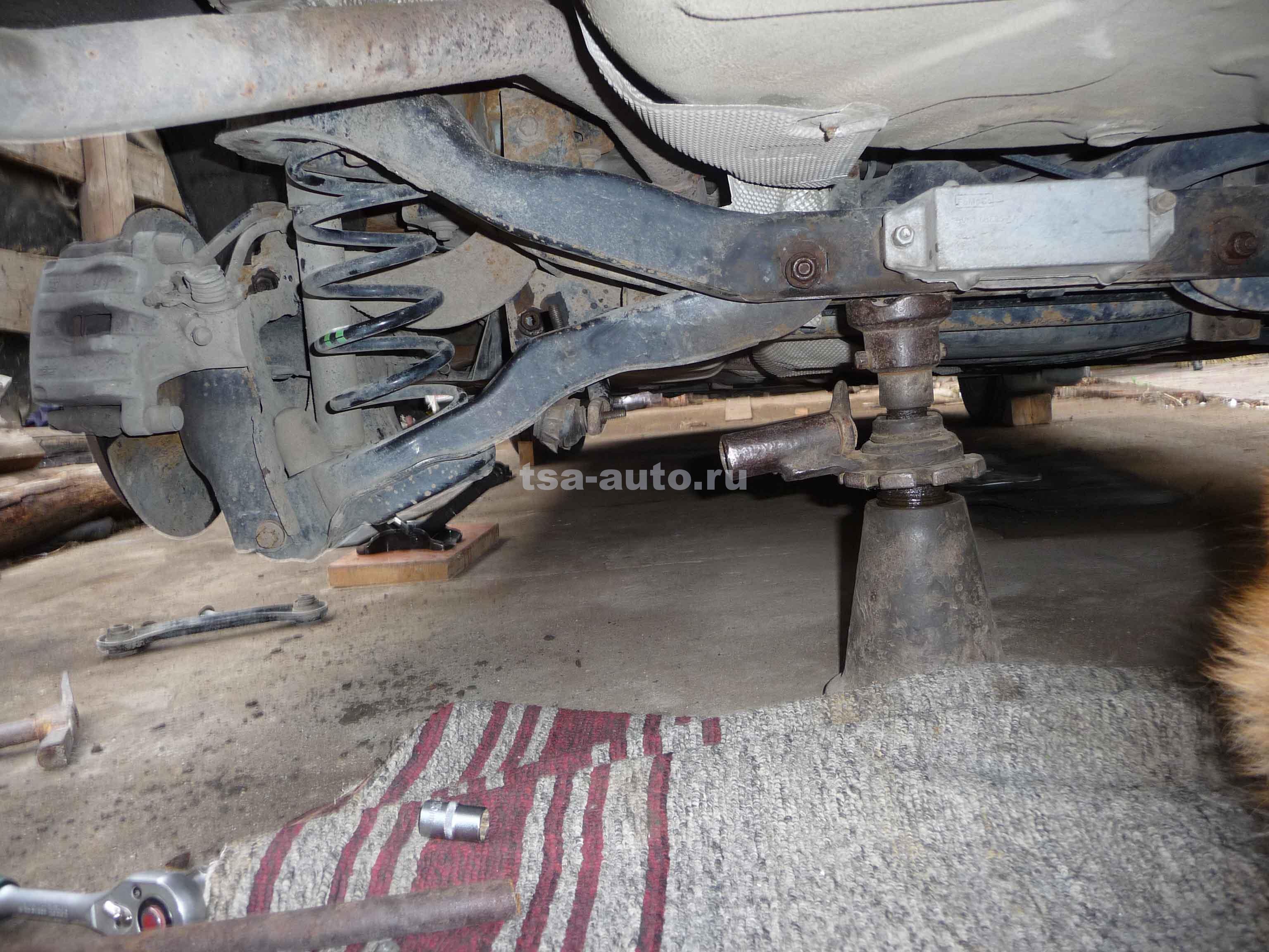 Снятие рычагов задней подвески Форд Фокус 2